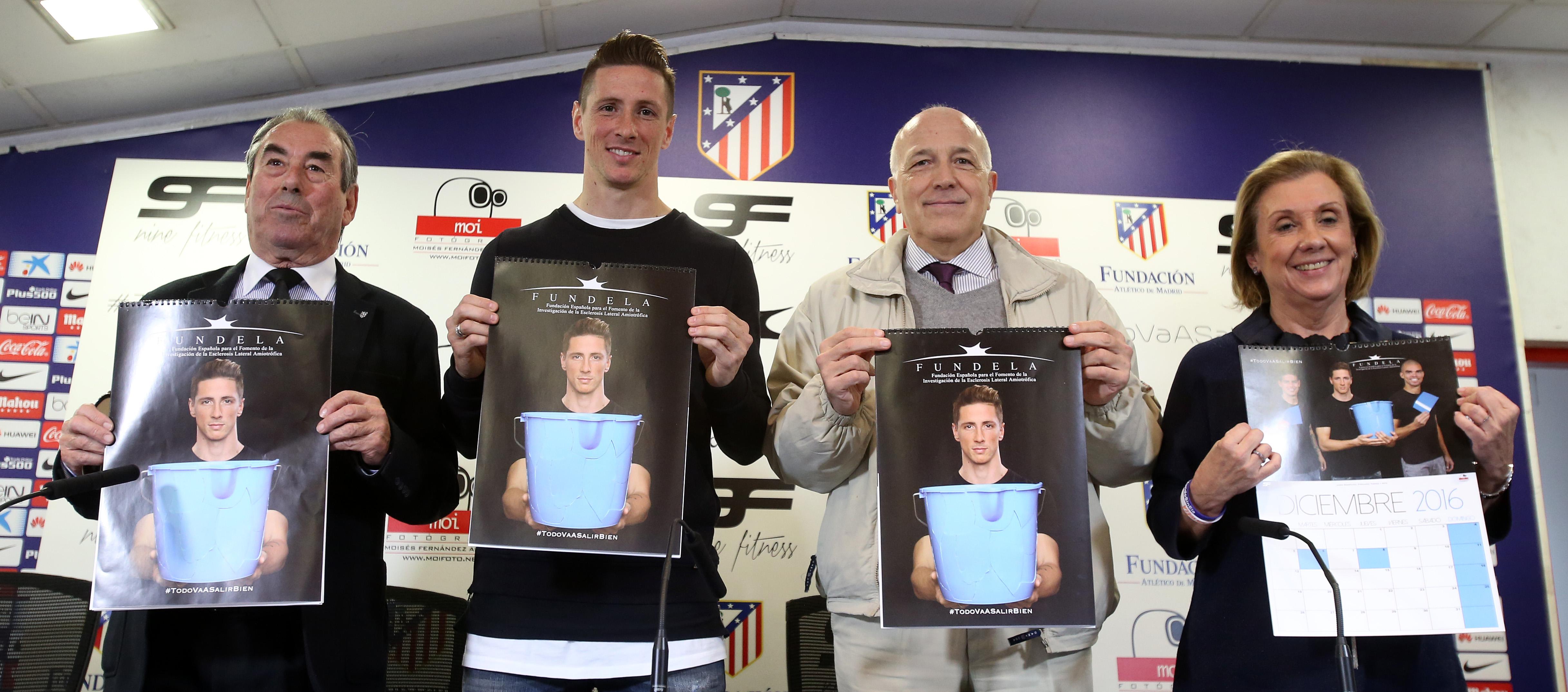 Calendario Atletico Madrid.Fernando Torres Presents A 2016 Calendar To Raise Funds For