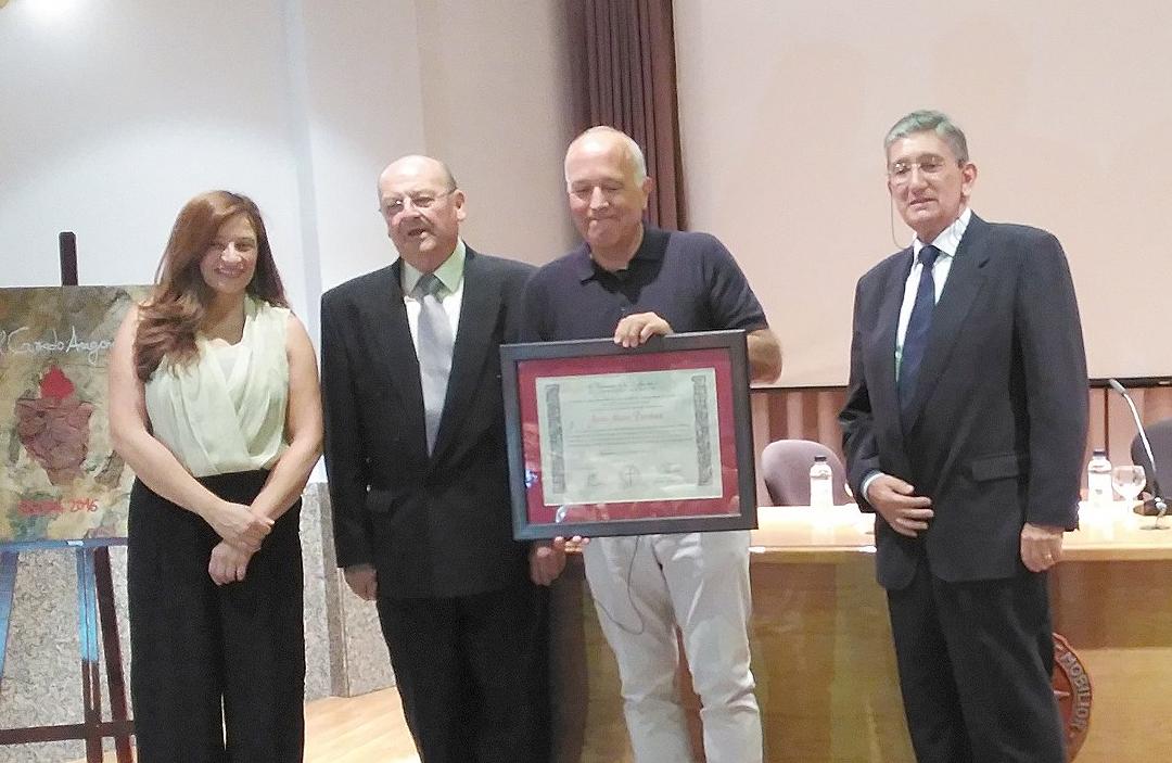 El Dr. Mora premiado por su contribución a la investigación de ELA